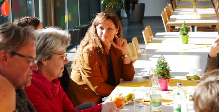 Gemeinsames Mittagessen im Elisabetha-Glöckler-Saal in Heiligenbronn