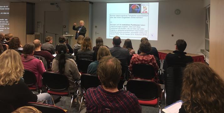 Prof. Rathmann beim Einführungsvortrag